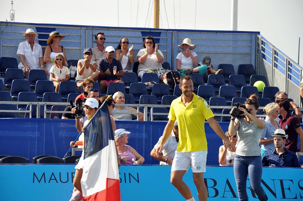 Saint-Tropez Classic Tennis Tour 2015 - Entrée sur le terrain de Michael Llodra pour le match en double France - Russie