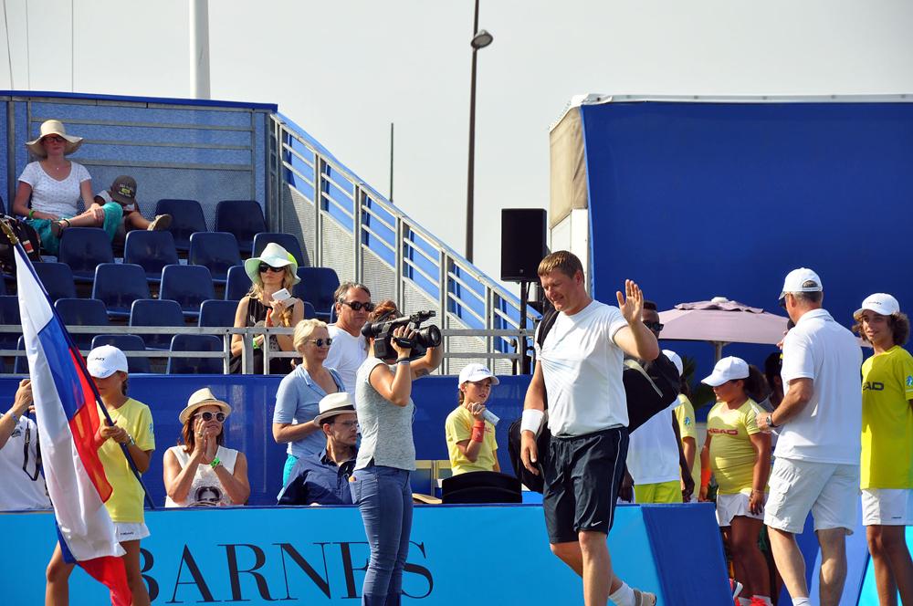 Saint-Tropez Classic Tennis Tour 2015 - Entrée sur le terrain de Levgueni Kafelnikov pour le match en double France - Russie