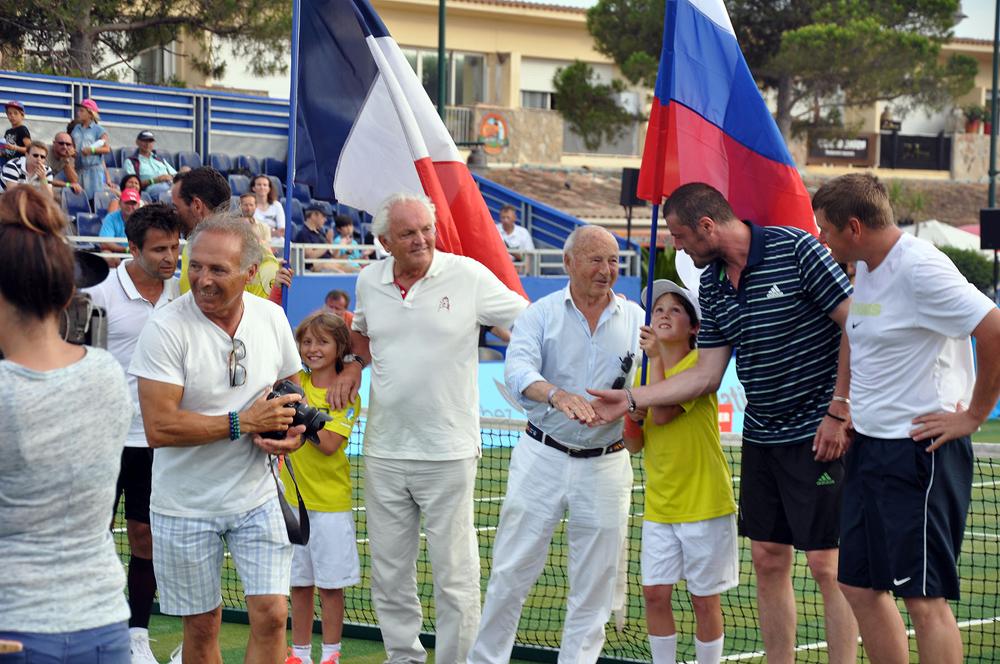 Saint-Tropez Classic Tennis Tour 2015 - De gauche à droite : Michael Llodra, Fabrice Santoro, Christian Bîmes, Monsieur Tuvéri (Maire de Saint-Tropez), Marat Safin & Levgueni Kafelnikov