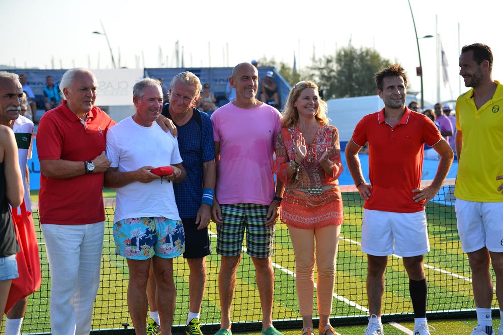 Saint-Tropez Classic Tennis Tour 2015 - Christian Bîmes (habillé du Polo Noreve), Björn Borg, Sylvie Siri (adjointe à la mairie de Saint-Tropez), Fabrice Santoro & Michael Llodra pour la remise des prix Noreve