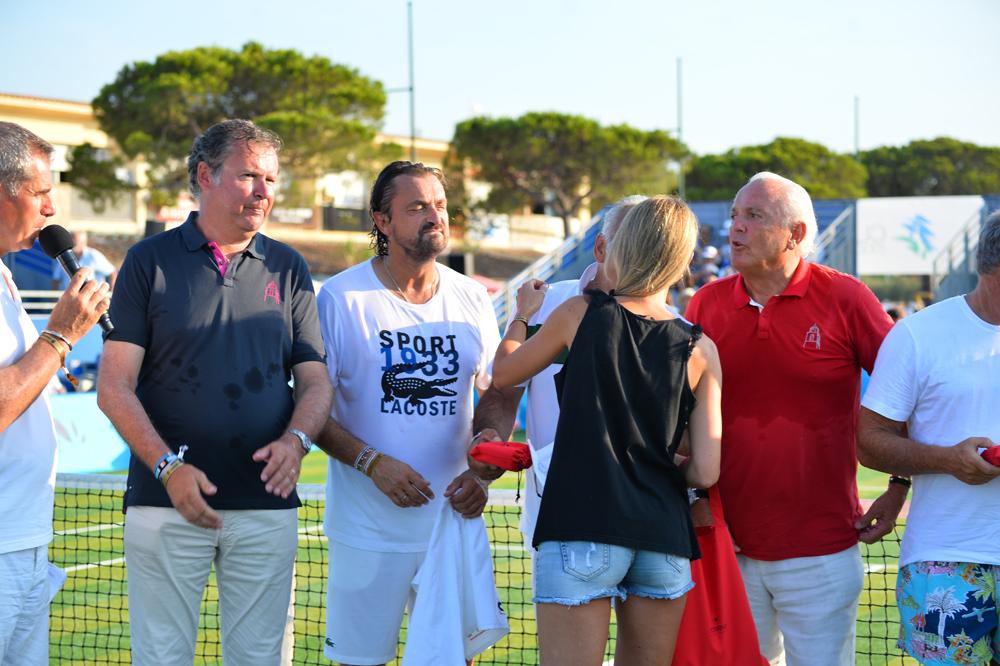 Saint-Tropez Classic Tennis Tour 2015 - Christophe James (habillé du Polo Noreve), Henri Leconte, Mansour Bahrami, Christian Bîmes (habillé du Polo Noreve) et Géraldine Guigues pour la remise des prix Noreve
