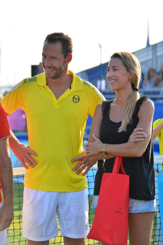 Saint-Tropez Classic Tennis Tour 2015 - Michael Llodra et Géraldine Guigues pour la remise des prix Noreve