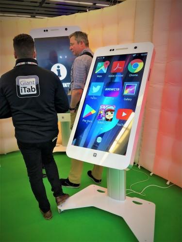 Stand MWC smartphone